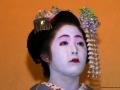 """Geisha con la particolare acconciatura """"Mage"""