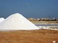 10 Munzidduna di sale, pronti per essere coperti con le tegole di terracotta