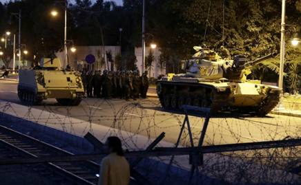 turchi bombardano yazidi