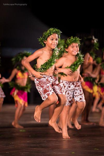gran gala conservatorio di tahiti - Piccoli guerrieri danzano