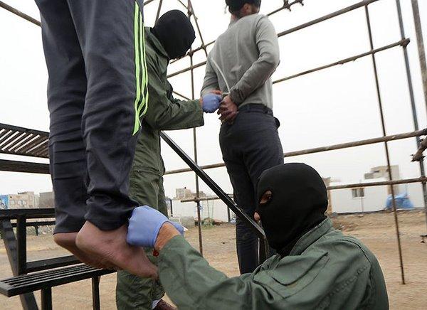 prigioniero curdo impiccagione iran