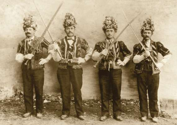 danza delle spade in piemonte e paese basco
